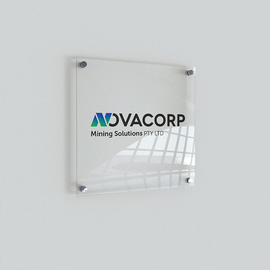 aplicação acrilico logotipo novacorp